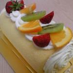 糸魚川市フェルエッグフルーツロールケーキ