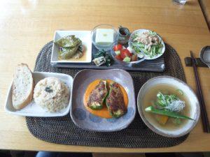 小千谷市カフェ・ネセシテ 野菜とベジ・ミートの肉詰め