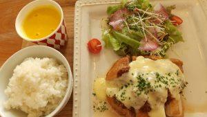 コッコラJランチ国産鶏のアッシェ・パルマンティエ風